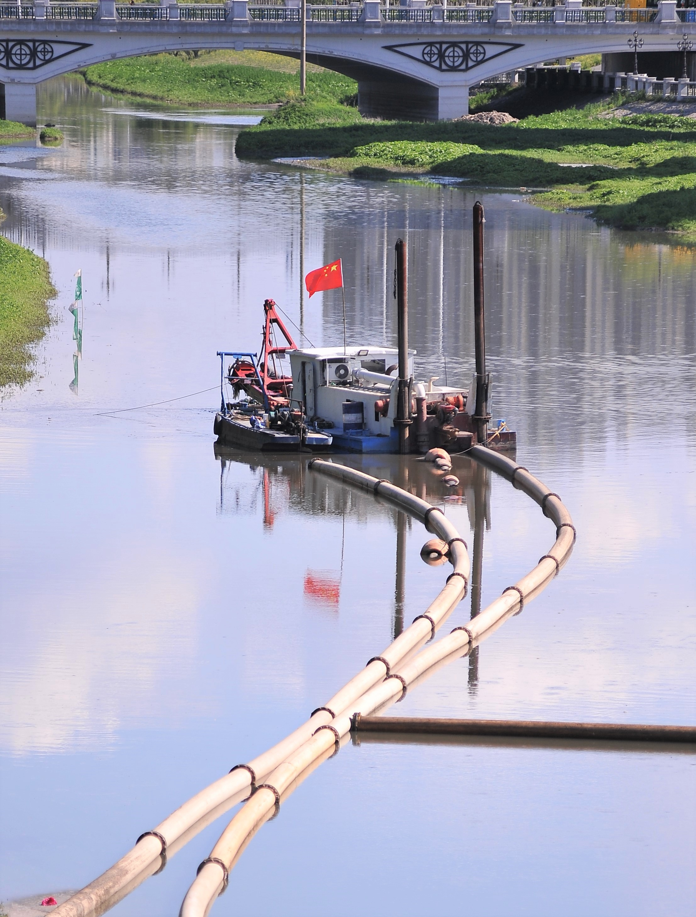 长长的管路铺正在河面上?市政污水处理(图2)
