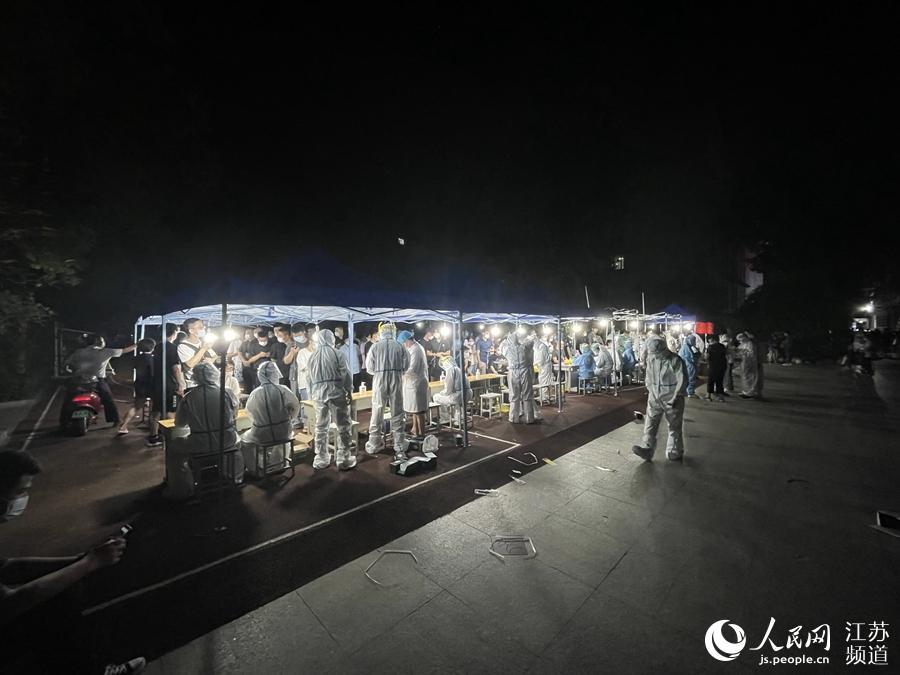南京长江路小学检测点。尹路摄